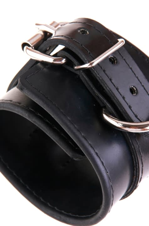 Professional Rubber Cuff Close Up 2