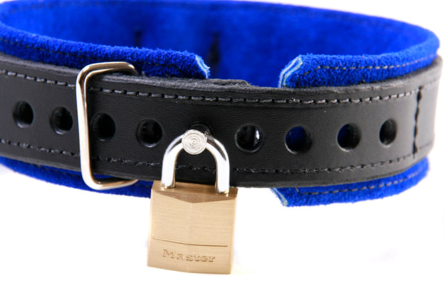 3-D Ring Leather Slave Collar Close Up Locked