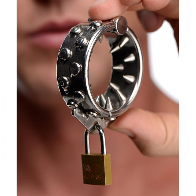 Spiked Locking CBT Ring With Model