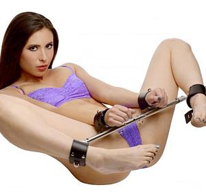 adjustable swiveling spreader bar with model on her back